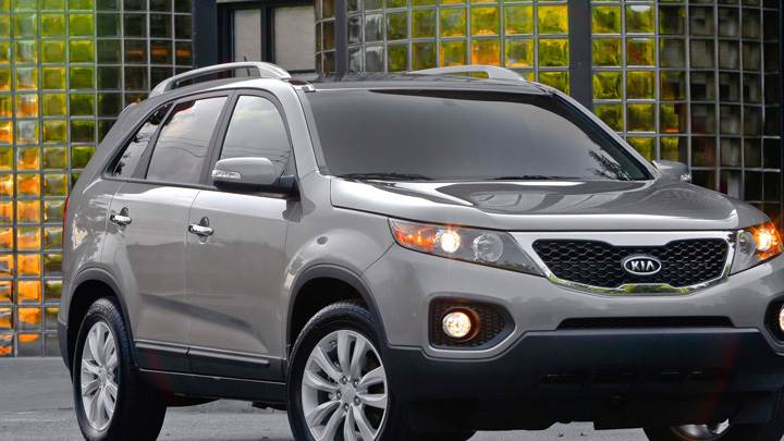 Kia Sorento 2011 In Grey Front Pose